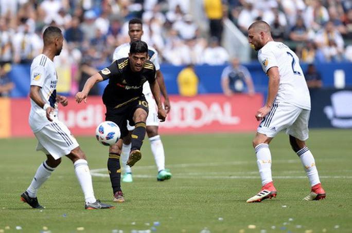 Ibrahimovic lập siêu phẩm, LA Galaxy ngược dòng hạ Los Angeles - Ảnh 1.