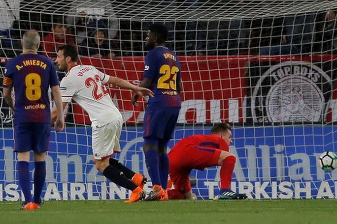 Siêu nhân Messi cứu thua phút 89, Barcelona thoát hiểm ở Sevilla - Ảnh 3.
