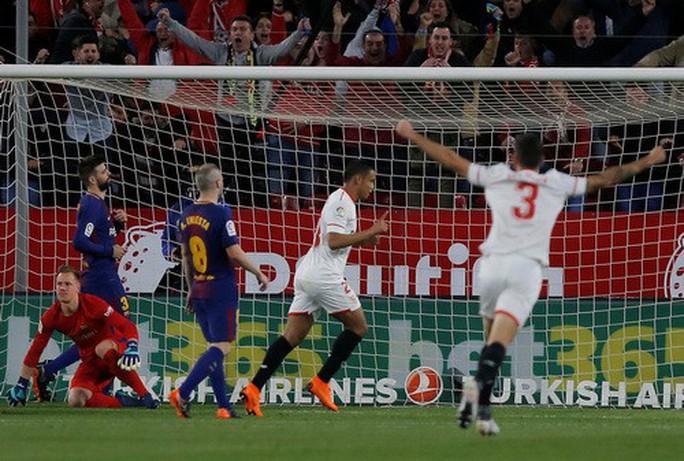Siêu nhân Messi cứu thua phút 89, Barcelona thoát hiểm ở Sevilla - Ảnh 4.