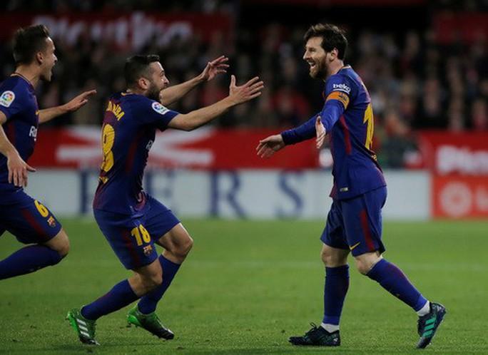 Siêu nhân Messi cứu thua phút 89, Barcelona thoát hiểm ở Sevilla - Ảnh 6.