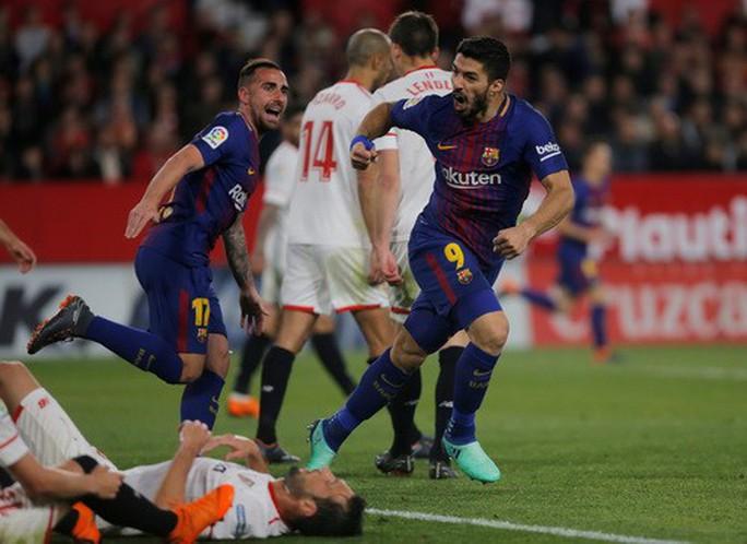Siêu nhân Messi cứu thua phút 89, Barcelona thoát hiểm ở Sevilla - Ảnh 5.