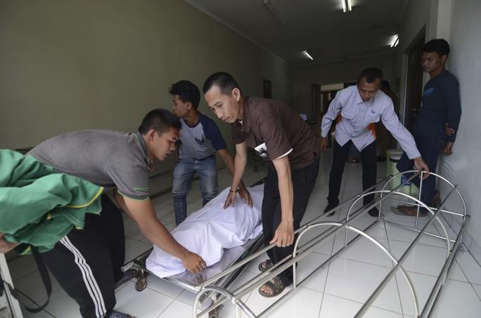 Rượu cồn trộn thuốc diệt côn trùng giết gần 80 người ở Indonesia - Ảnh 1.