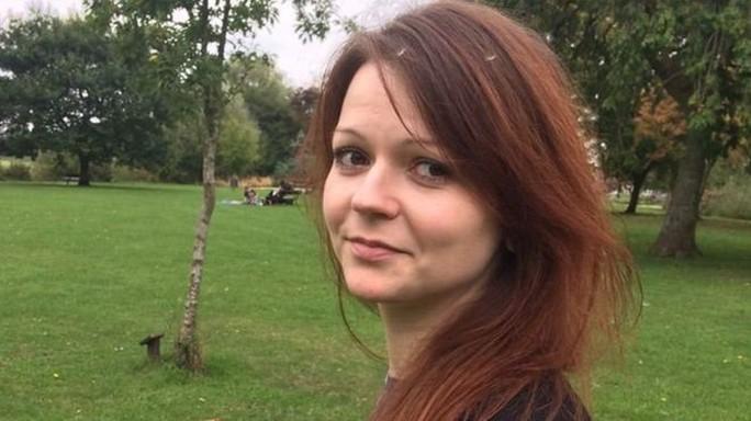 Vừa xuất viện, con gái cựu điệp viên Nga đến nơi an toàn - Ảnh 1.