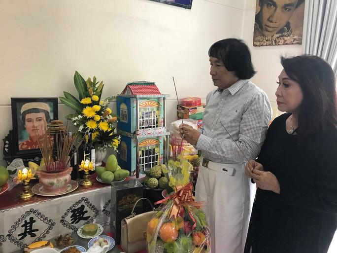 Minh Vương ca bên cầu dệt lụa tưởng nhớ Thanh Sang trong ngày giỗ đầu - Ảnh 6.