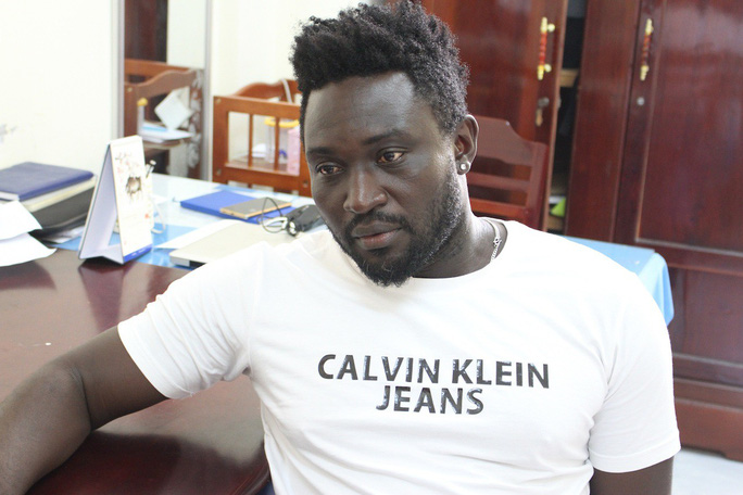 Cựu cầu thủ V-League tham gia nhóm trai Tây lừa đảo 1 tỉ đồng - Ảnh 1.