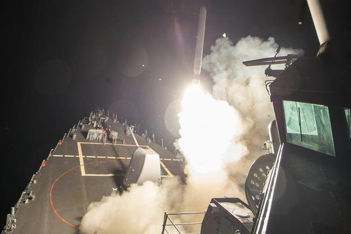 """Tàu khu trục Mỹ mang tên lửa dẫn đường """"áp sát Syria - Ảnh 1."""