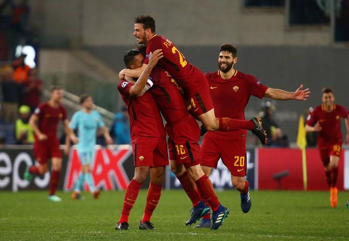 AS Roma gây địa chấn, đánh bại Barca trên đất Ý - Ảnh 4.