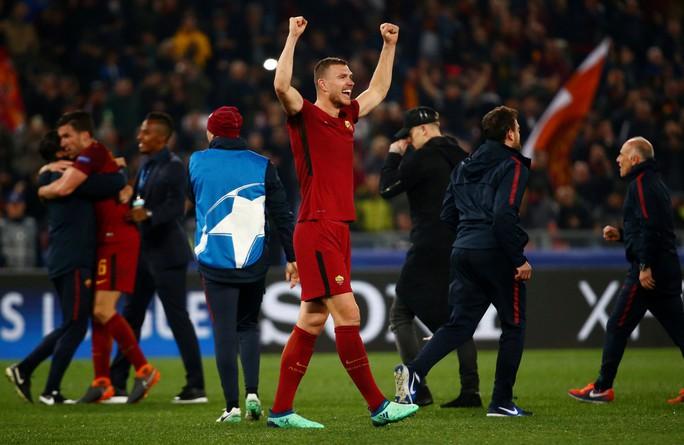 AS Roma gây địa chấn, đánh bại Barca trên đất Ý - Ảnh 3.