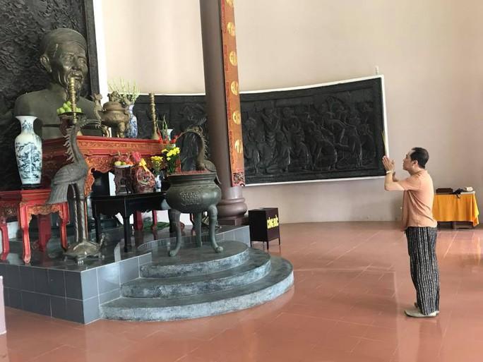 NSƯT Thành Lộc về Bến Tre tạ ơn cụ Nguyễn Đình Chiểu - Ảnh 2.