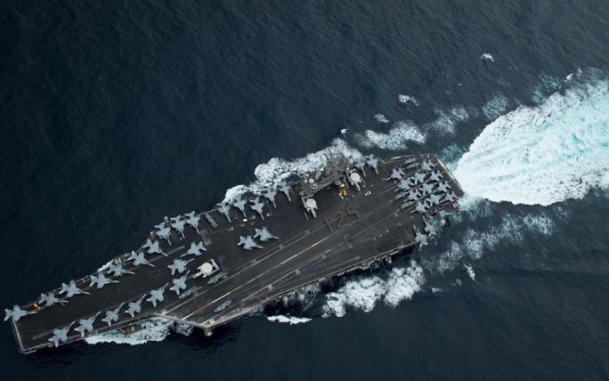 Cận cảnh tàu sân bay Mỹ tập trận trên biển Đông - Ảnh 10.
