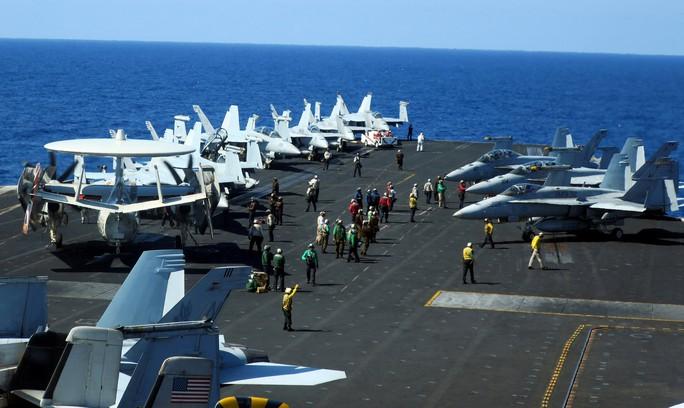 Cận cảnh tàu sân bay Mỹ tập trận trên biển Đông - Ảnh 9.