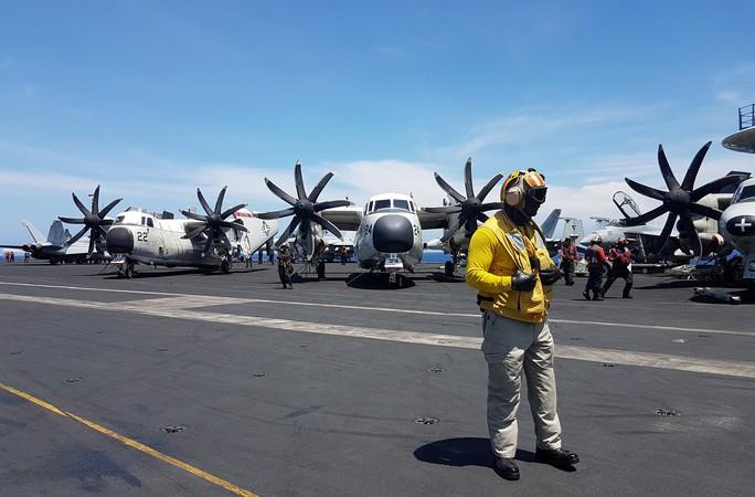 Cận cảnh tàu sân bay Mỹ tập trận trên biển Đông - Ảnh 8.