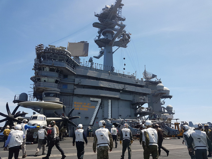 Cận cảnh tàu sân bay Mỹ tập trận trên biển Đông - Ảnh 6.