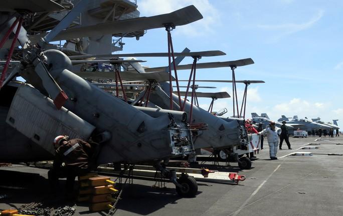 Cận cảnh tàu sân bay Mỹ tập trận trên biển Đông - Ảnh 3.