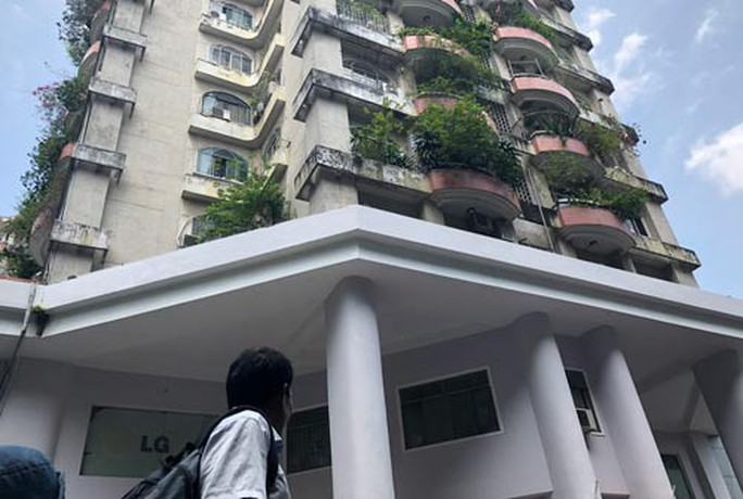 8 chung cư ở TP HCM dễ chết nếu cháy: Cư dân mong sớm khắc phục để bớt lo - Ảnh 1.
