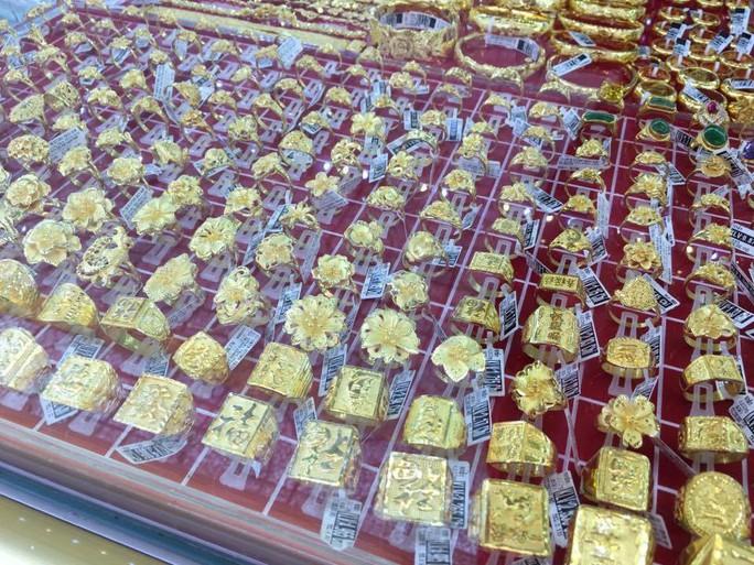 Giá vàng vượt 37 triệu đồng/lượng do căng thẳng ở Syria - Ảnh 1.