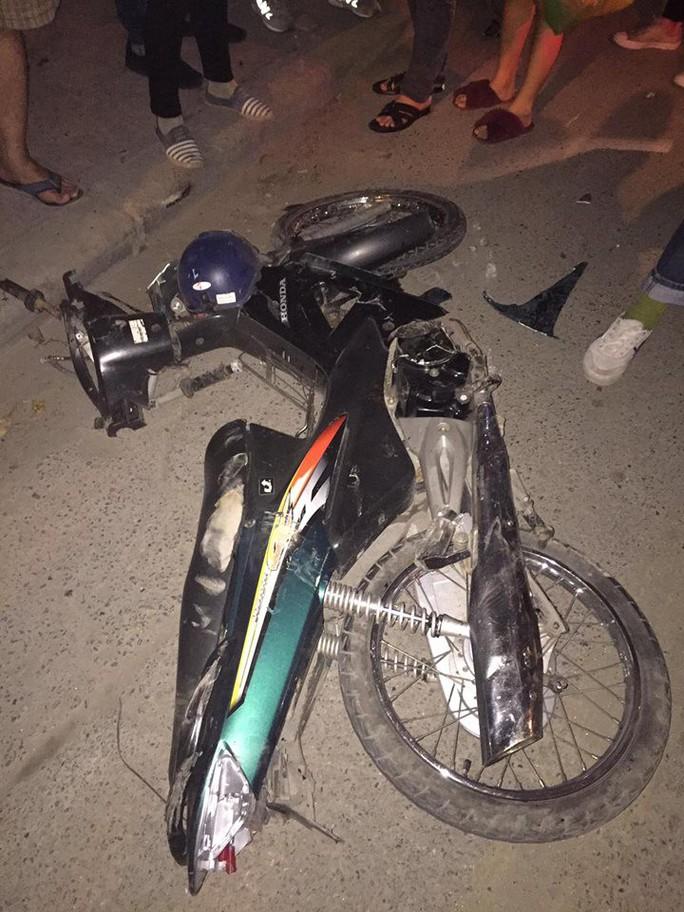Kinh hoàng xe bán tải kéo lê nạn nhân 1 km trong đêm - Ảnh 2.