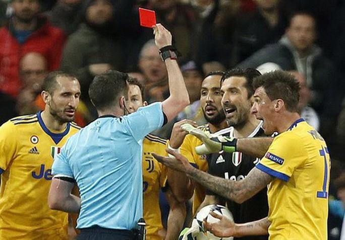 Nhận thẻ đỏ phút 90+4, Buffon gọi trọng tài là cầm thú - Ảnh 5.