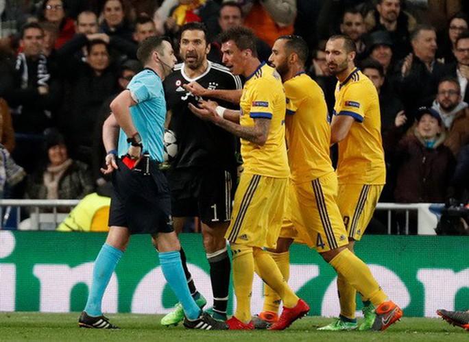 Nhận thẻ đỏ phút 90+4, Buffon gọi trọng tài là cầm thú - Ảnh 4.