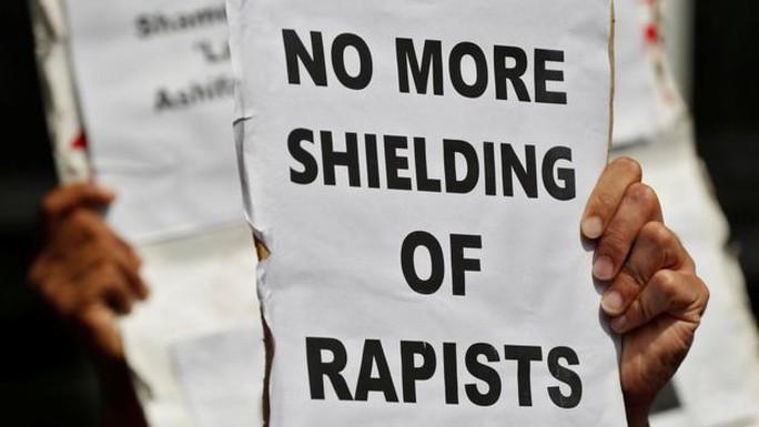 Ấn Độ: Chia rẽ vì vụ cưỡng hiếp tập thể bé gái 8 tuổi - Ảnh 4.