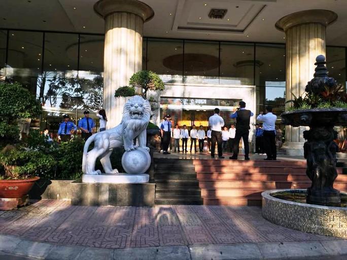 Các bên dàn trận khi khách sạn Bavico bị thu giữ tài sản - Ảnh 3.