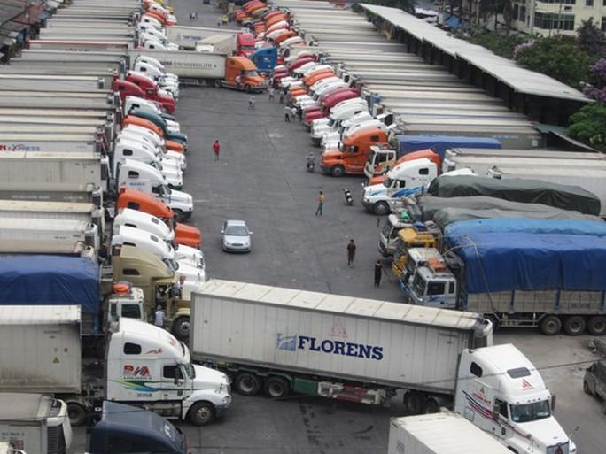 Hàng trăm xe thanh long, mít, chuối… vẫn nằm chờ ở cửa khẩu với Trung Quốc - Ảnh 1.