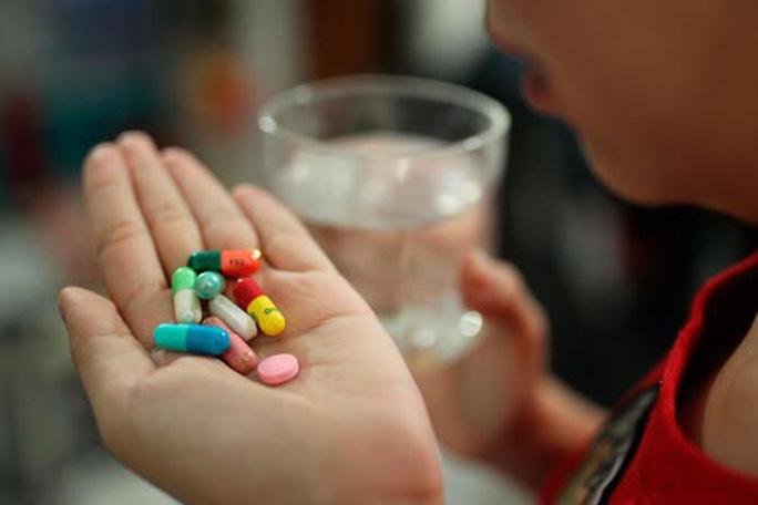 Cẩn trọng với uống thuốc combo - Ảnh 1.