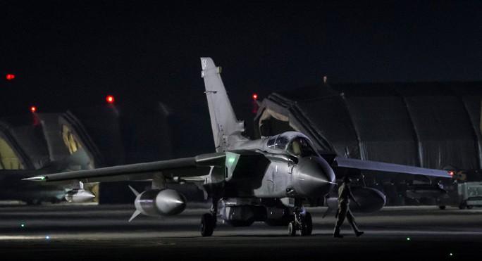Sau không kích, tổng thống Pháp vẫn đến Nga - Ảnh 2.