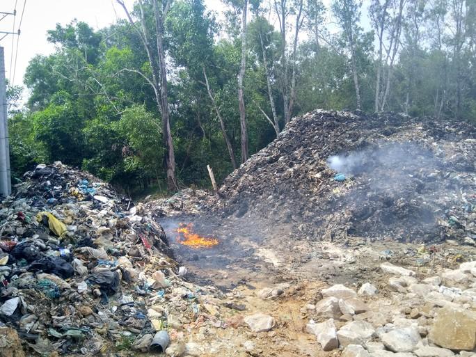 """Ớn lạnh với """"núi rác"""" ở đảo ngọc Phú Quốc - Ảnh 4."""