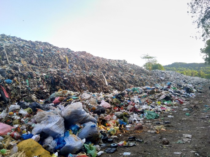 """Ớn lạnh với """"núi rác"""" ở đảo ngọc Phú Quốc - Ảnh 5."""