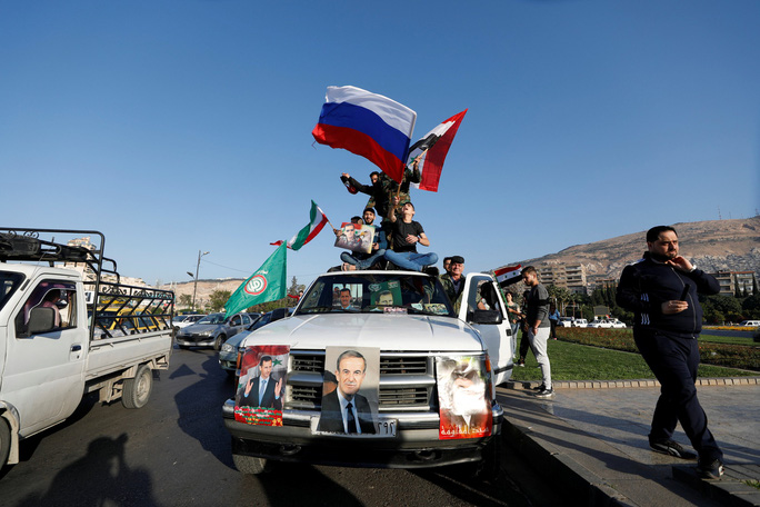 Tổng thống Assad xuất hiện sau đêm Syria bị không kích - Ảnh 2.
