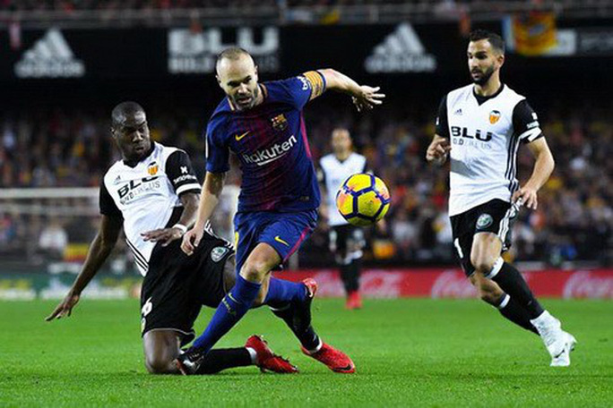 Chia tay sớm Champions League, Barcelona lập kỷ lục La Liga - Ảnh 1.