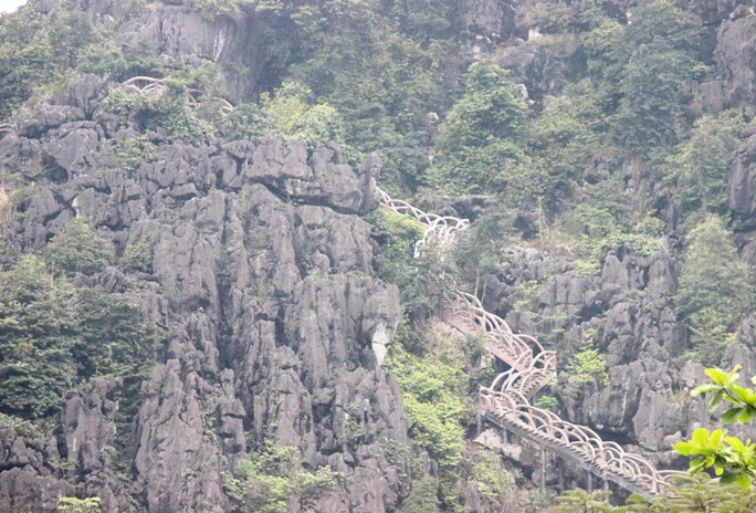 Công trình khủng xuyên danh thắng Tràng An tháo dỡ 40 m lan can sau nửa tháng - Ảnh 7.