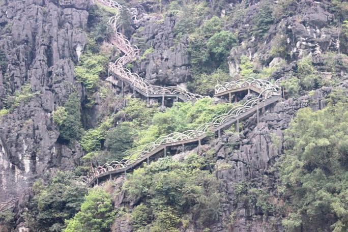 Công trình khủng xuyên danh thắng Tràng An tháo dỡ 40 m lan can sau nửa tháng - Ảnh 6.