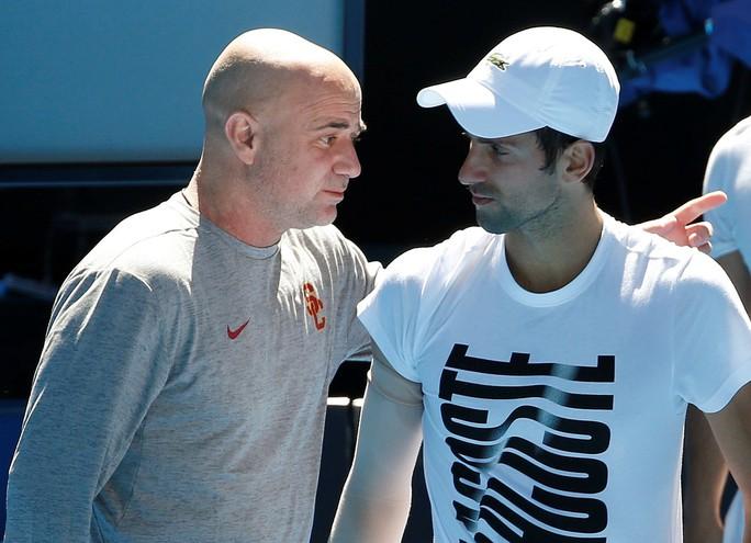 Djokovic khởi đầu thuận lợi, Nadal khiêu khích Federer - Ảnh 3.