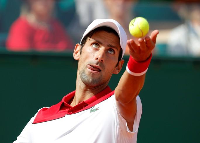Djokovic khởi đầu thuận lợi, Nadal khiêu khích Federer - Ảnh 1.