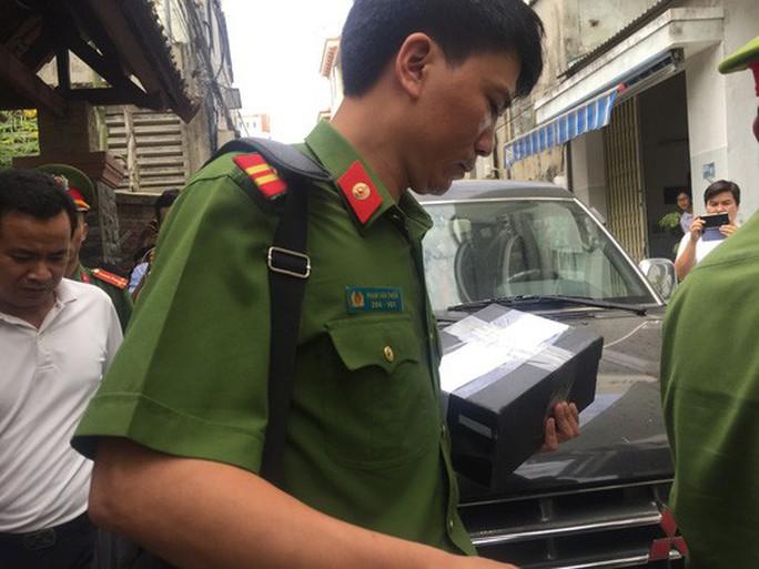Bộ Công an hoàn tất việc khám xét nhà 2 cựu chủ tịch TP Đà Nẵng - Ảnh 3.