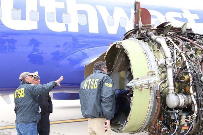 Thần kinh thép của nữ phi công cứu máy bay Mỹ nổ động cơ - Ảnh 6.