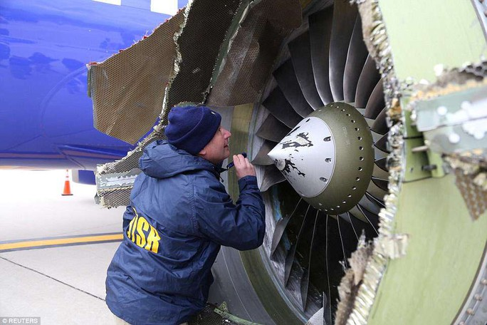 Thần kinh thép của nữ phi công cứu máy bay Mỹ nổ động cơ - Ảnh 5.