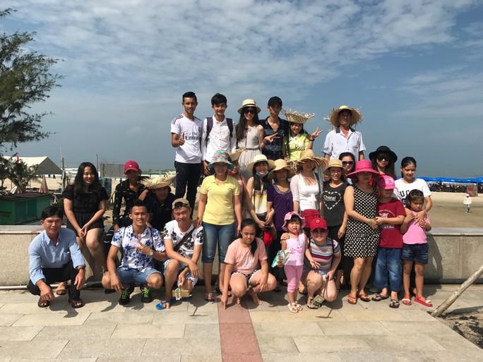 Chủ nhà trọ tổ chức cho công nhân đi du lịch - Ảnh 2.