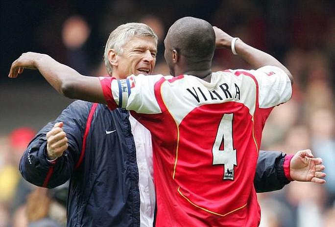 Arsenal nhắm Vieira thay Wenger - Ảnh 1.