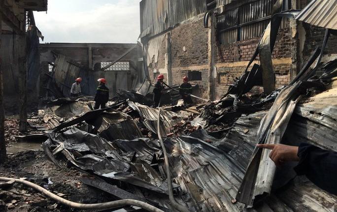Cháy công ty may ở Hóc Môn và xưởng nhựa ở Bình Chánh - Ảnh 2.