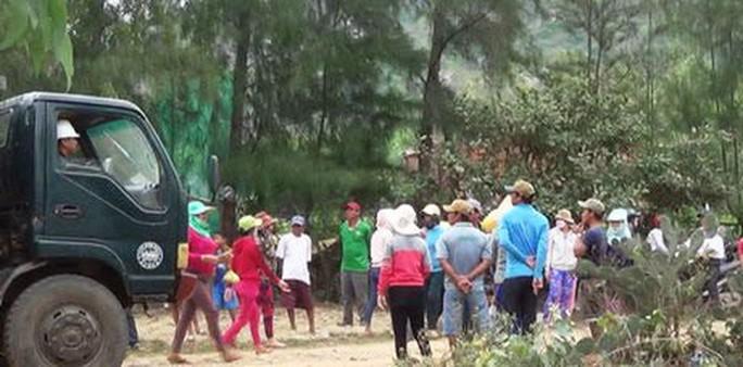 Bình Định: Không được chặn xe QL1, dân đến trụ sở xã phản đối - Ảnh 1.