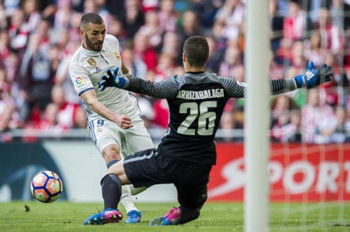 Cú đánh gót bạc tỉ, Ronaldo cứu giá Real Madrid sân nhà - Ảnh 4.