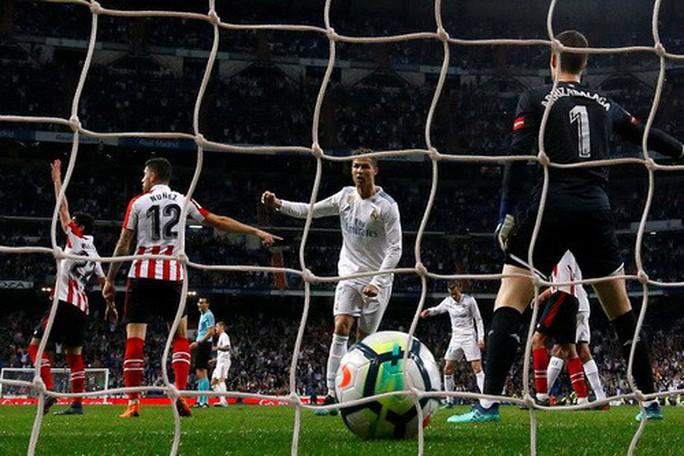 Cú đánh gót bạc tỉ, Ronaldo cứu giá Real Madrid sân nhà - Ảnh 6.