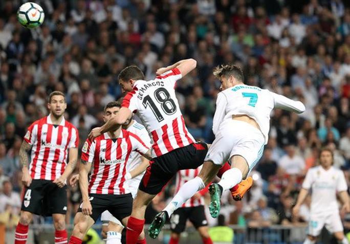 Cú đánh gót bạc tỉ, Ronaldo cứu giá Real Madrid sân nhà - Ảnh 2.