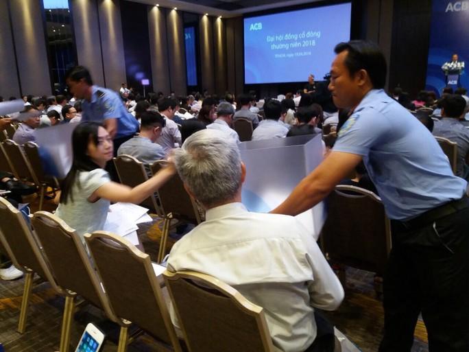 Ứng viên liên quan đến nhóm cổ đông bầu Kiên bị gạt tên khỏi HĐQT ACB - Ảnh 1.