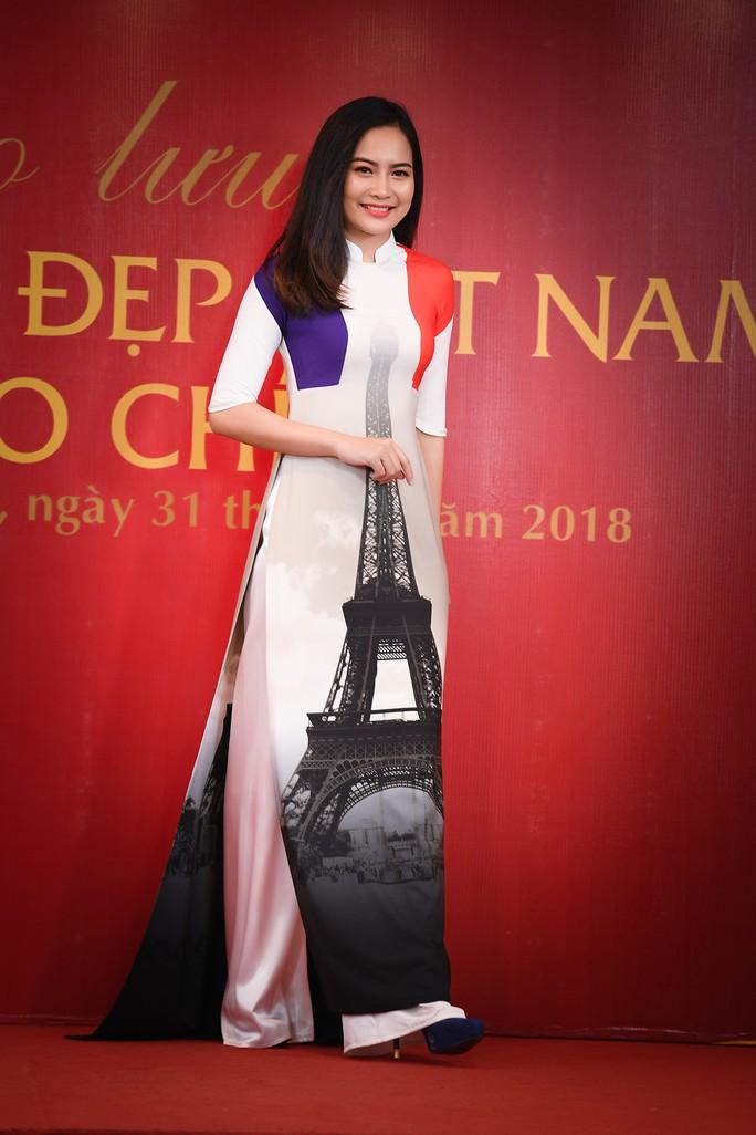 Giới thiệu áo dài Việt Nam in quốc kỳ 42 nước tại LHP Cannes - Ảnh 5.