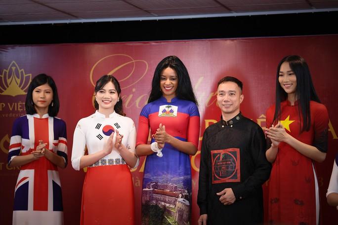Giới thiệu áo dài Việt Nam in quốc kỳ 42 nước tại LHP Cannes - Ảnh 9.