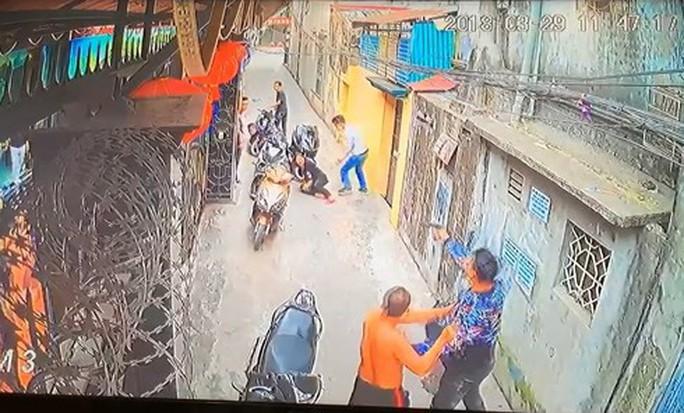 Côn đồ đất cảng nổ súng bắn nữ chủ nhà trọng thương - Ảnh 2.